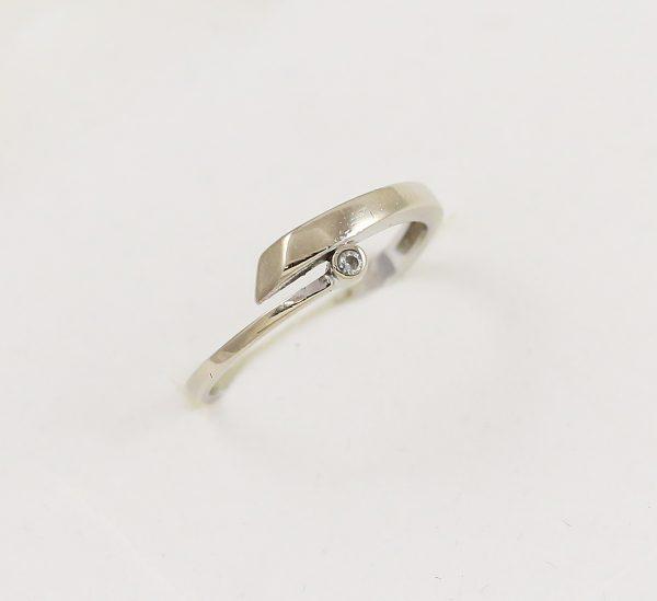 Prsten jeden zirkon