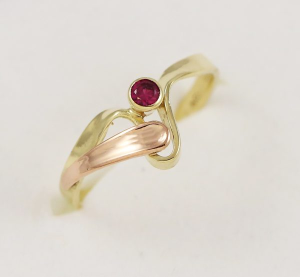 Prsten jeden kamínek