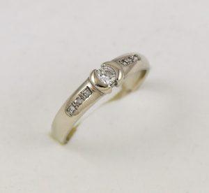Prsten zdobená elegance