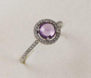 Prsten zirkony a fialový kámen