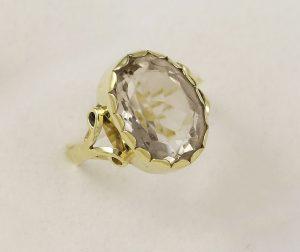 Prsten ručně vyrobený s kamenem
