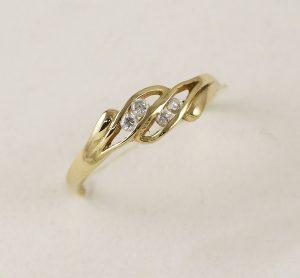 Prsten s kameny zirkony