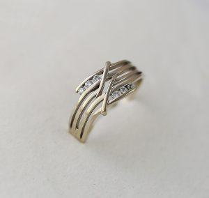 Prsten řada zirkonů