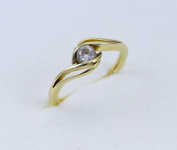 Prsten centrální zirkon