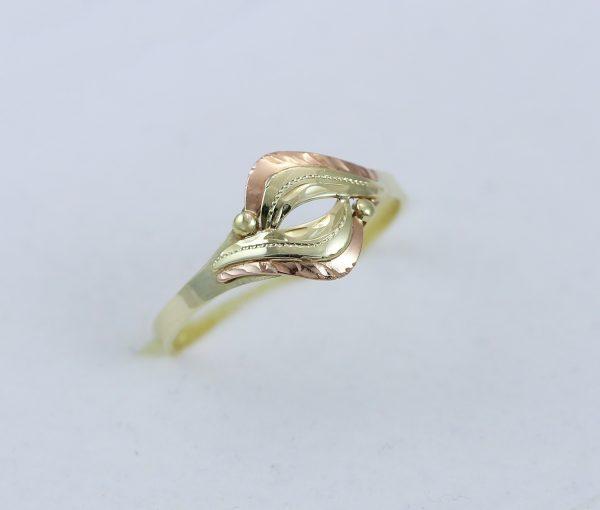 Prsten rytý