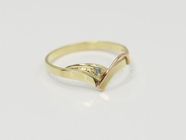 Zlatý dámský prstýnek s bílým zirkonem