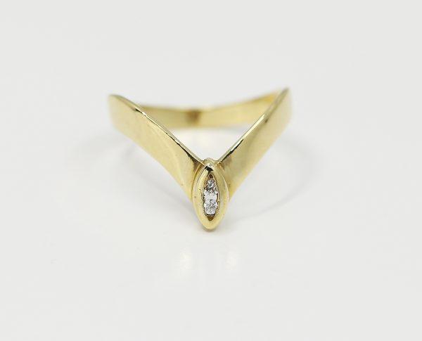 Zlatý prsten elegance s kameny