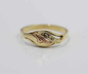 Zlatý prsten s červenou holubicí