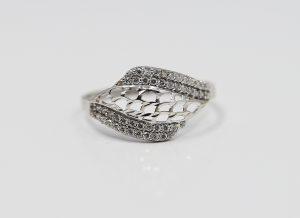 Zlatý bílý prsten s kamínky
