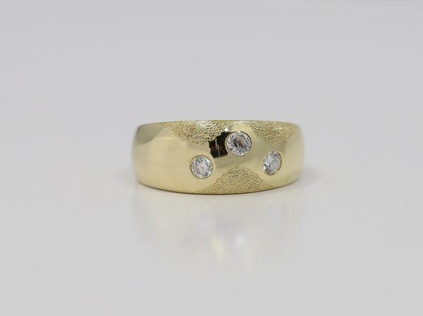 Zlatý elegantní dámský prsten